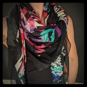 Abstract/Geometric Scarf